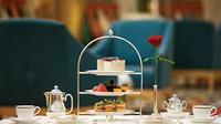 afternoon-tea-at-sahn-eddar-restaurant-in-burj-al-arab-with-private-in-dubai-200609