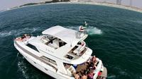 private-tour-dubai-coast-luxury-yacht-cruise-in-dubai-220316.jpg